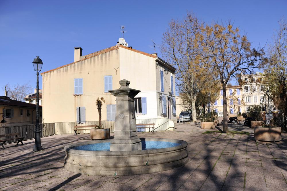 Fontaine Lavoir de la Place des Moulins