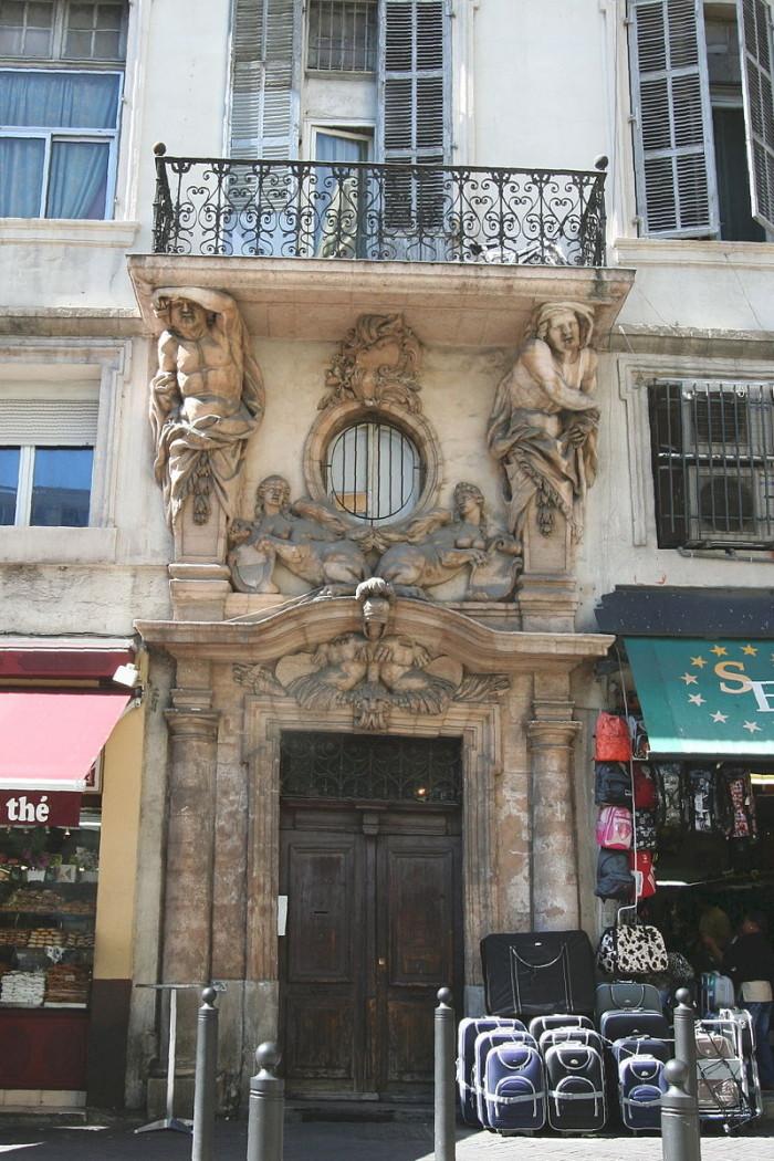 Hôtel Pesciolini et les Deux Atlantes, Cours Belsunce Marseille
